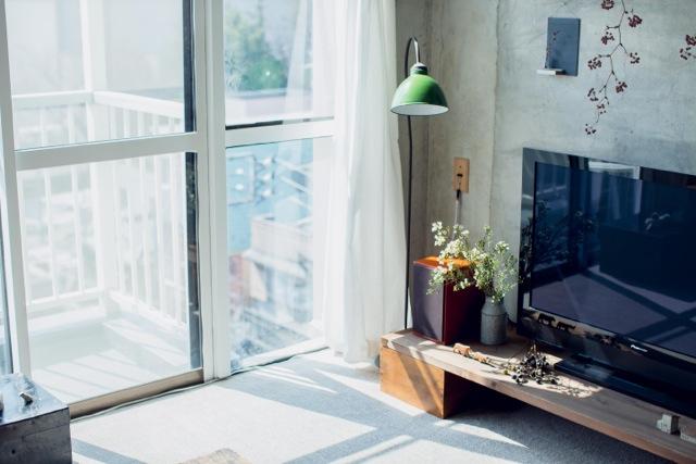 日だまりができるリビングルームは、音楽と、本と、コーヒーがよく似合います。