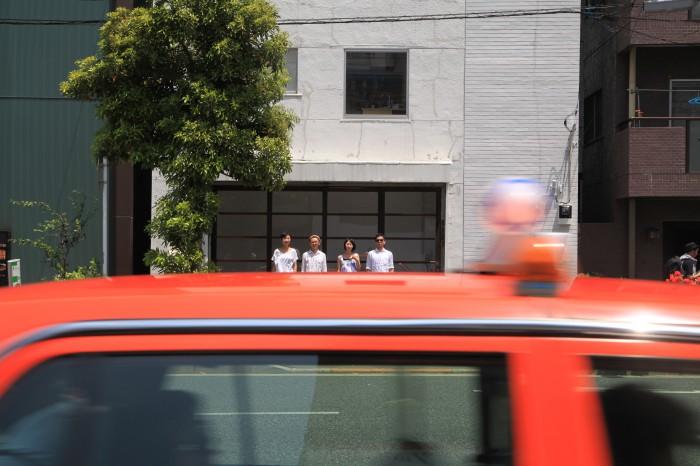 メンバーは女性2人、男性2人。(Photo by 丸山学)