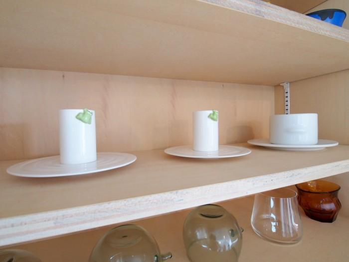 このカエルがついたカップ、そしてその右のカップも実は伊東豊雄氏デザインのもの。