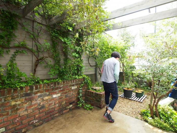ヴィンテージのレンガが素敵なお庭。