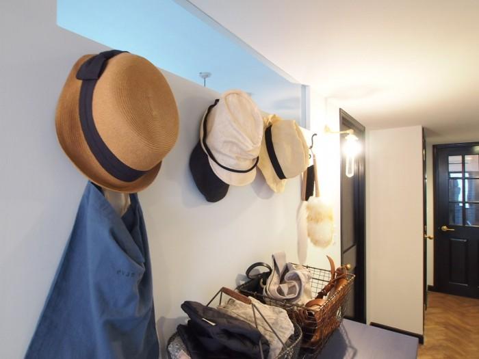 ショップのようにディスプレイされたお二人の帽子たち。