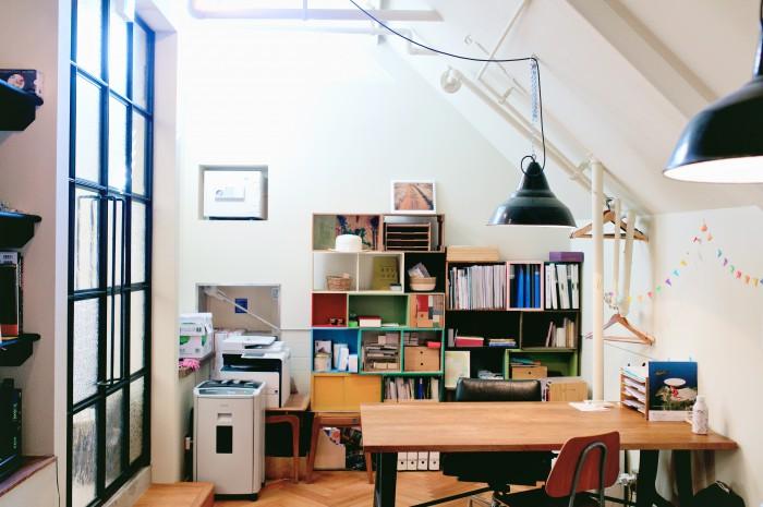 元々はキッチンだった場所をオフィススペースに。
