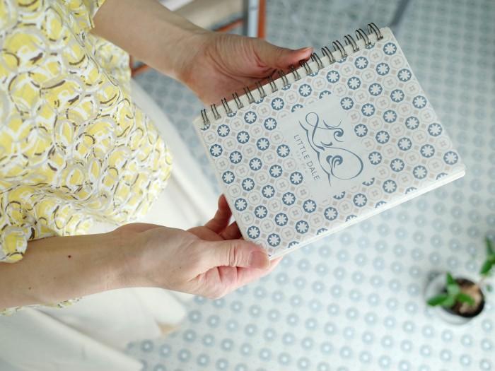 物件の床と同じ柄で作ったノート